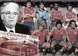 La Pelota No Se Mancha: política y fútbol tomados de la mano en la historia de Colombia