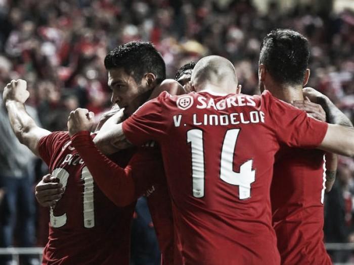 Un heroico Raúl Jiménez da la victoria al Benfica