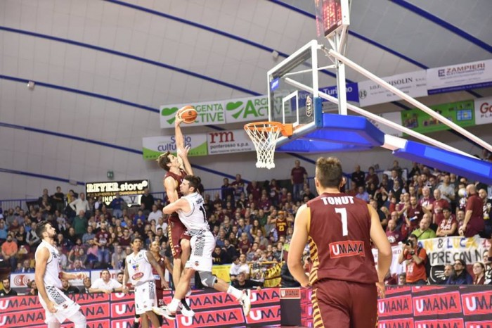FIBA Champions League, Reyer di misura in Romania (69-73)