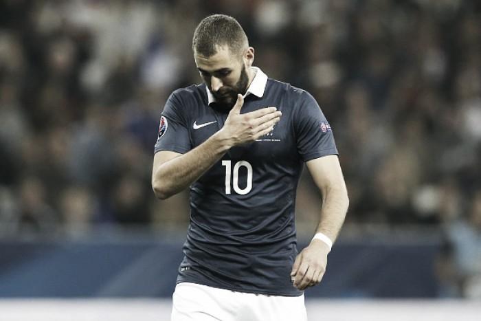 """Benzema comenta ausência na Euro: """"Deschamps cedeu à pressão de uma parte racista da França"""""""