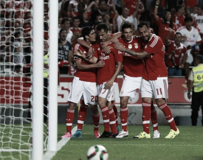 Benfica se afianza en el liderato y hunde a Moreirense