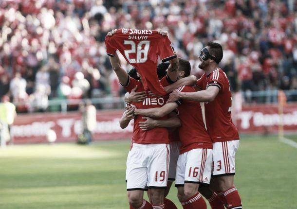 Benfica agarra título com unhas e dentes