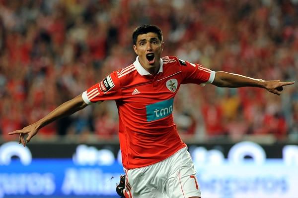 Cardozo le da los tres puntos al Benfica