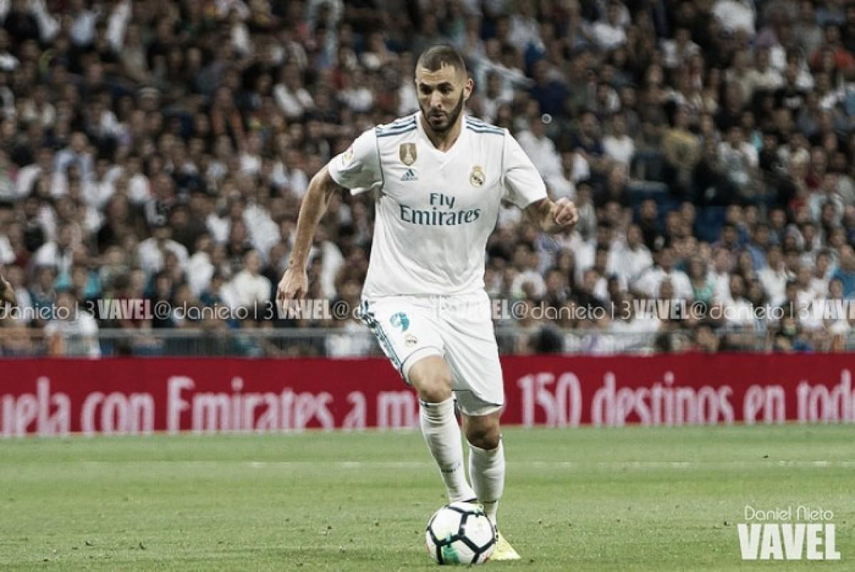 Karim Benzema controla el esférico | Fuente: Daniel Nieto, VAVEL España