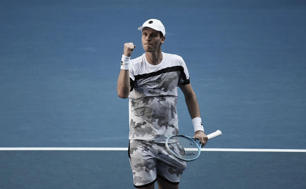 Firme, Berdych atropela Edmund e avança à segunda rodada do Australian Open