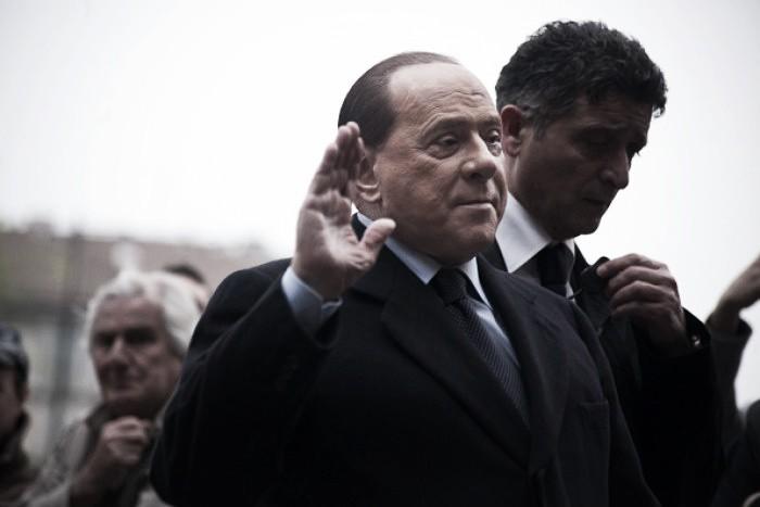 Berlusconi ameaça não pagar jogadores do Milan se equipe continuar jogando mal