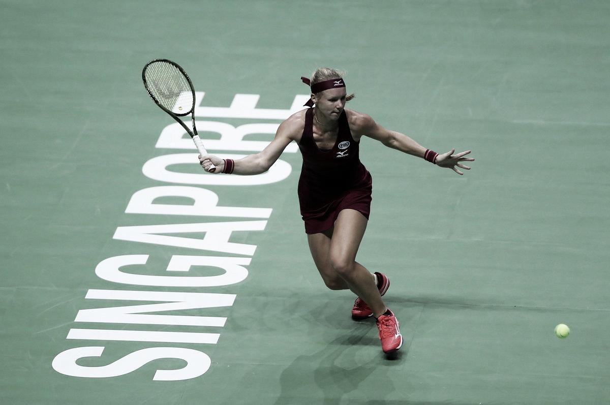 Bertens busca virada e larga no WTA Finals com vitória sobre Kerber