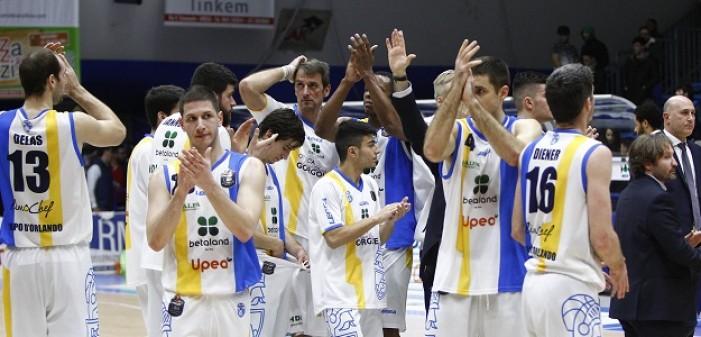Legabasket Serie A - Orlandina, missione compiuta: Pesaro spazzata via, è ottavo posto!