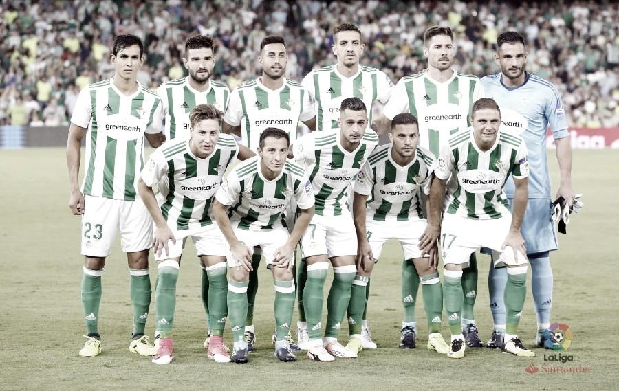 Javi García amplía su contrato con el Real Betis