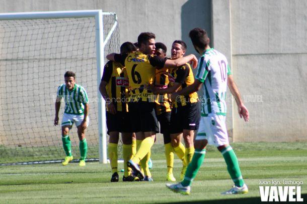 Fotos e imágenes del Betis 0-2 San Roque de Lepe, jornada 31 del grupo IV de 2ª B
