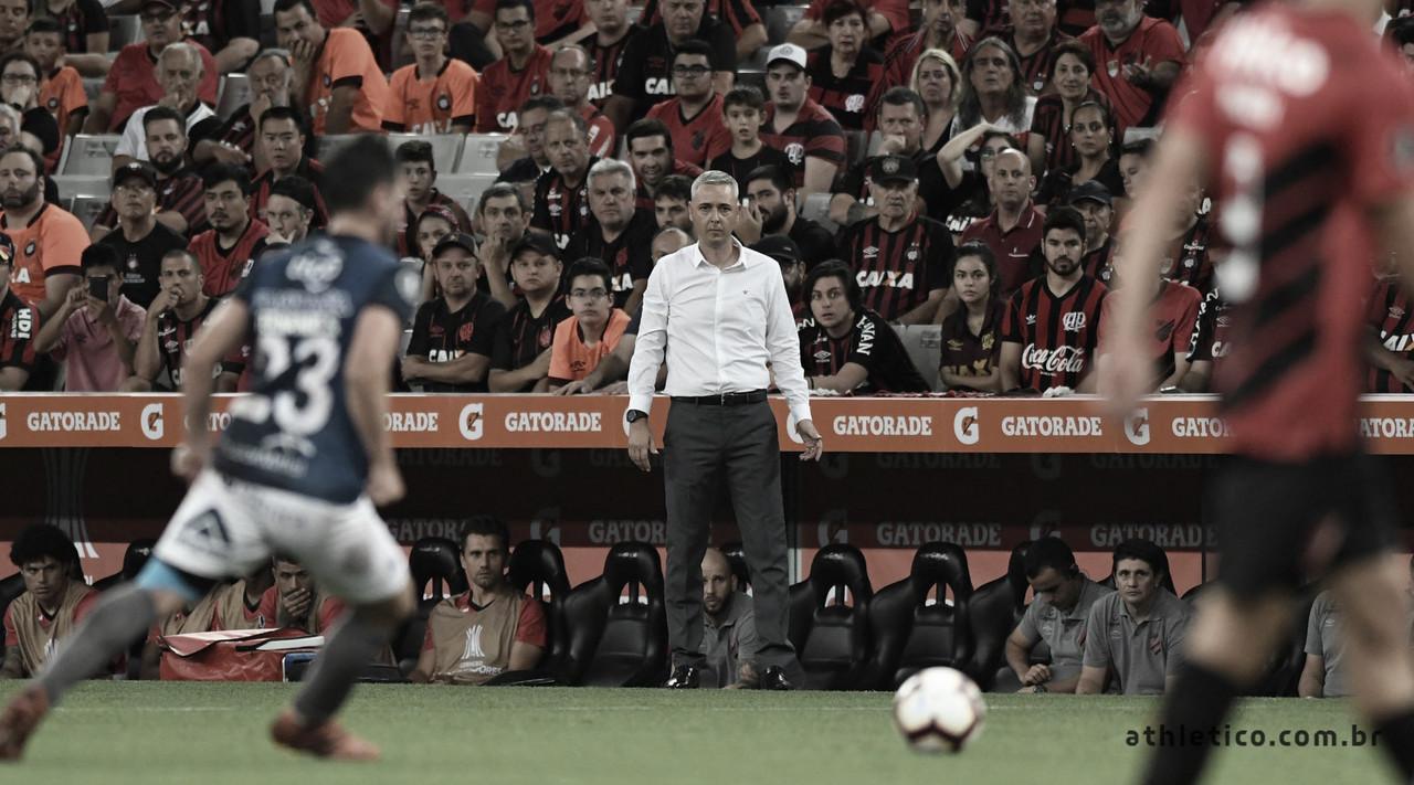 """Tiago Nunes avalia goleada do Athletico, mas lembra: """"Temos potencial para melhorar"""""""