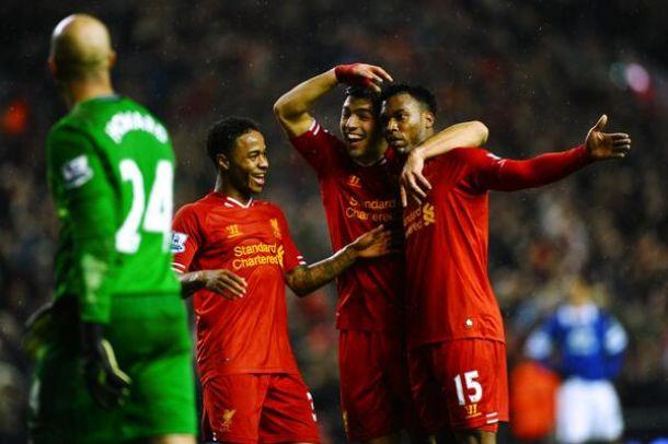 Liverpool goleia Everton e ameaça perseguição aos líderes