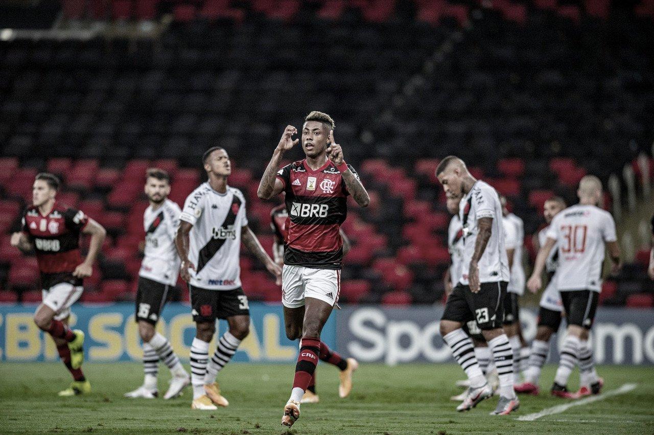 Flamengo vence clássico contra Vasco e encosta na liderança do Brasileirão