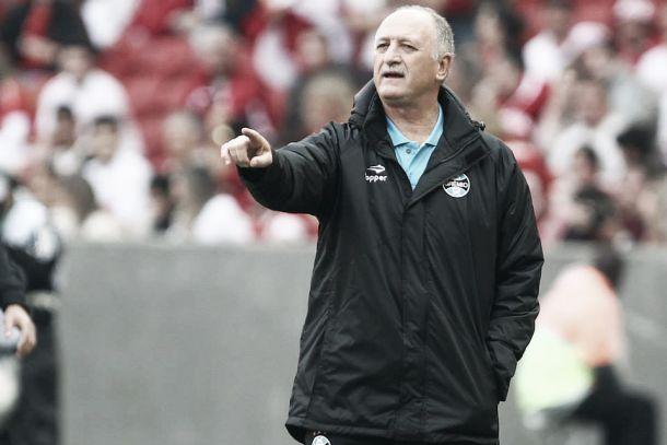 Felipão afirma que pediu para estrear no clássico, elogia equipe mas diz que fará mudanças