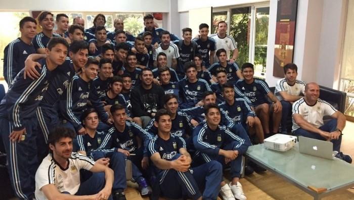 Riquelme brindó una charla a los juveniles de la Selección