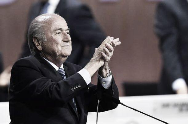 """FIFA, è sempre Blatter. Figo: """"Ha perso il calcio"""""""