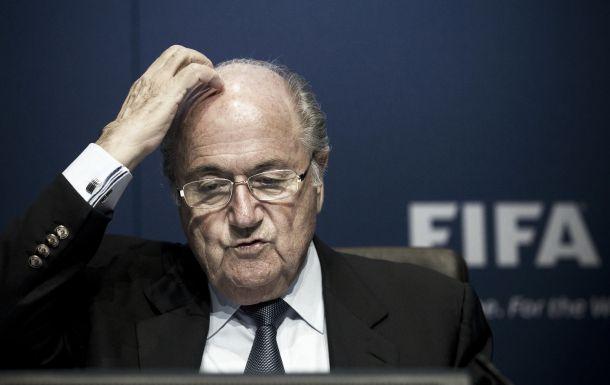 Joseph Blatter renuncia ao cargo da liderança da FIFA