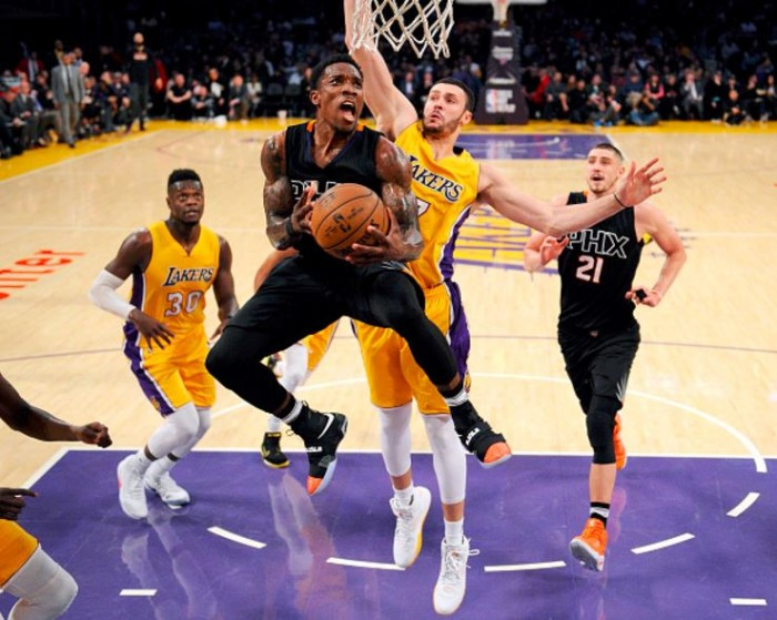 NBA - Phoenix e New York corsare a Los Angeles e Sacramento. Dallas si impone su Indiana a suon di triple