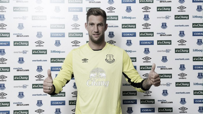 Everton sign Maarten Stekelenburg from Fulham