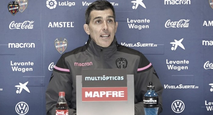 "Muñiz: ""A 38 partidos no le podemos competir al Sevilla, pero a uno sí"""