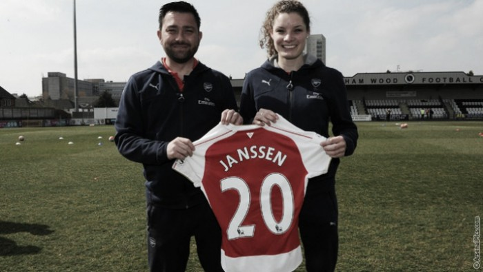 Dominique Janssen extends her stay with the Gunners