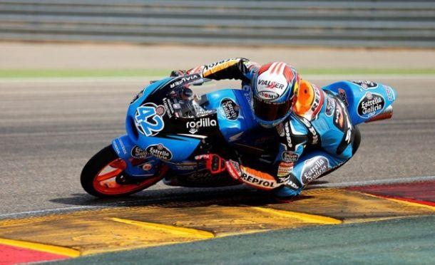 Álex Rins manda en el primer día del GP de Aragón