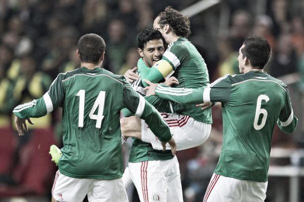 Les buts de Pays-Bas vs Mexique (2-3)