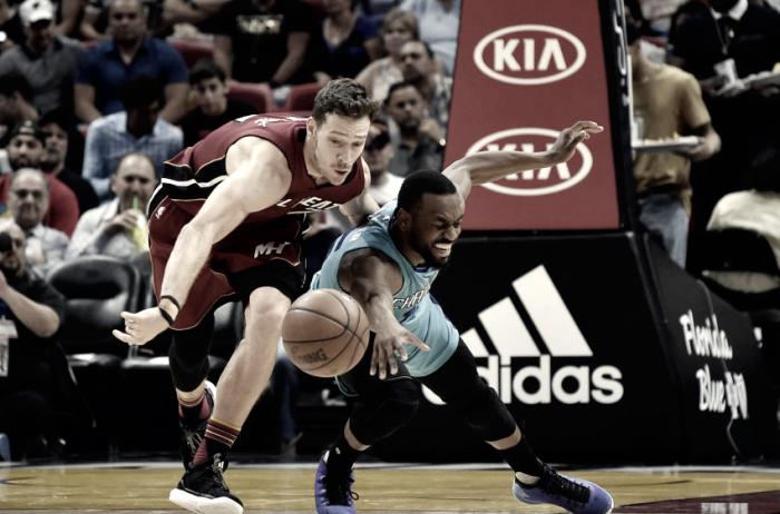 NBA - Miami vince ancora, battuti gli Hornets; Antetokounmpo guida i Bucks alla vittoria
