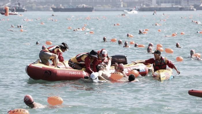 Fallece un nadador de unos 40 años en la travesía del puerto de Hong Kong