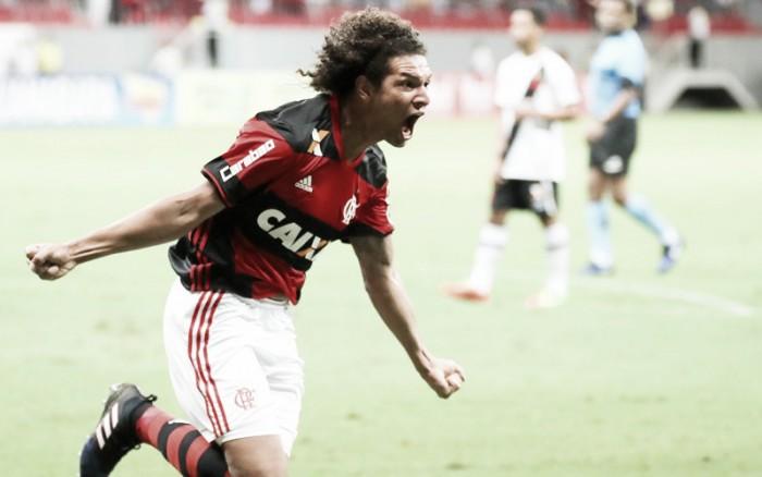 """'Carrasco' recente de rivais, Willian Arão projeta clássico diante do Vasco: """"Vale muita coisa"""""""