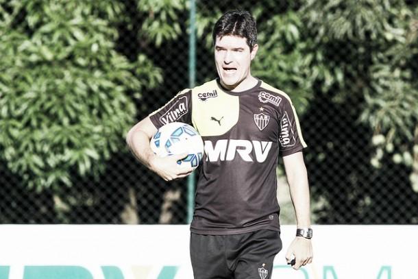 Interino Diogo Giacomini elogia atuação do Atlético-MG contra Grêmio e mantém otimismo