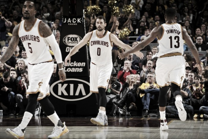 Los Cavaliers ganan lanzados por doce minutos mágicos de Kevin Love