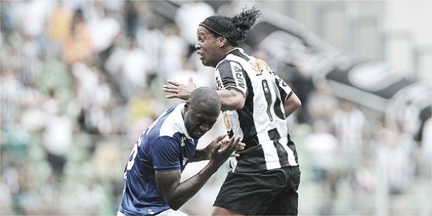 Chamado de Yaya Touré, Rodrigo Souza segura R10 e ganha elogios do treinador