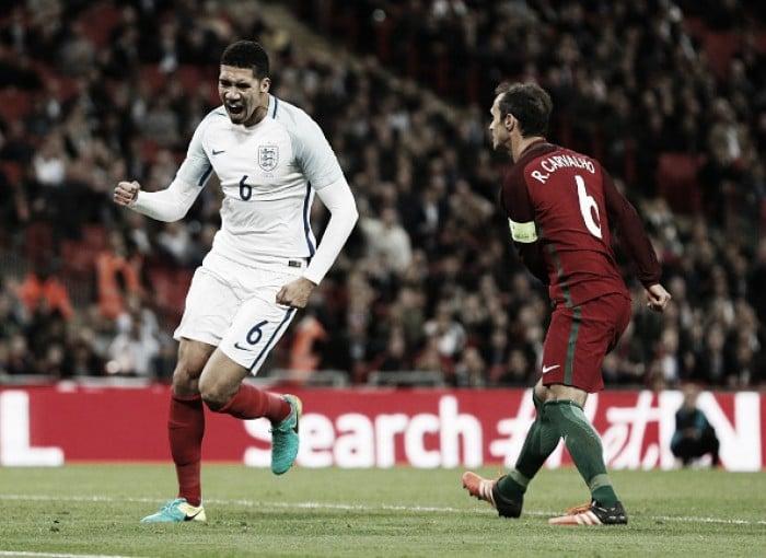 Com gol singular de Smalling, Inglaterra encerra preparação para Euro com vitória sobre Portugal