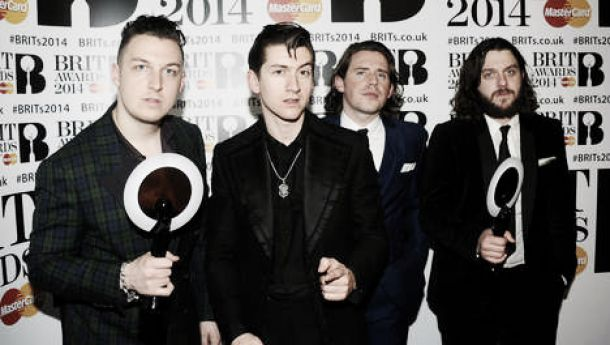 Y Arctic Monkeys Doblete de Arctic Monkeys y