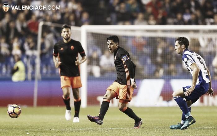 El Valencia rescata un punto de Riazor