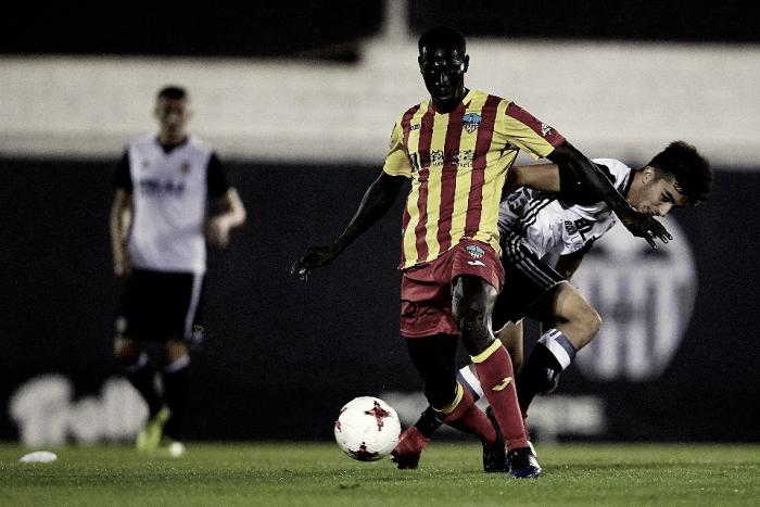 Un joven Valencia Mestalla aprueba con nota en Segunda B