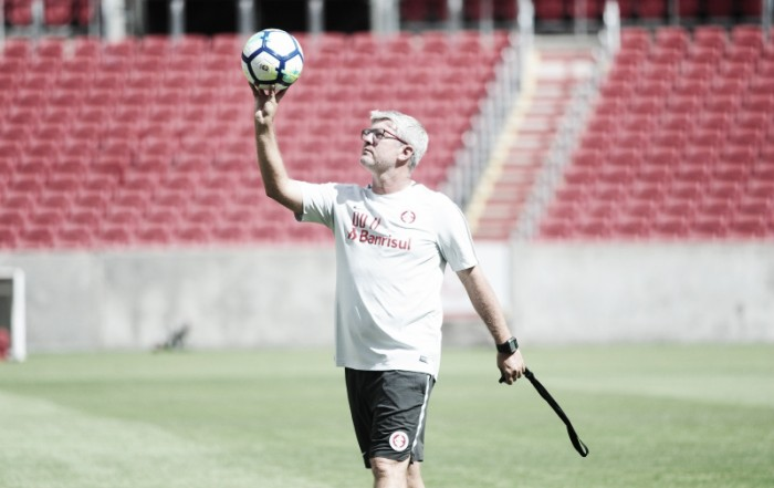 Odair Hellmann fecha último treino do Internacional antes da estreia na Copa do Brasil