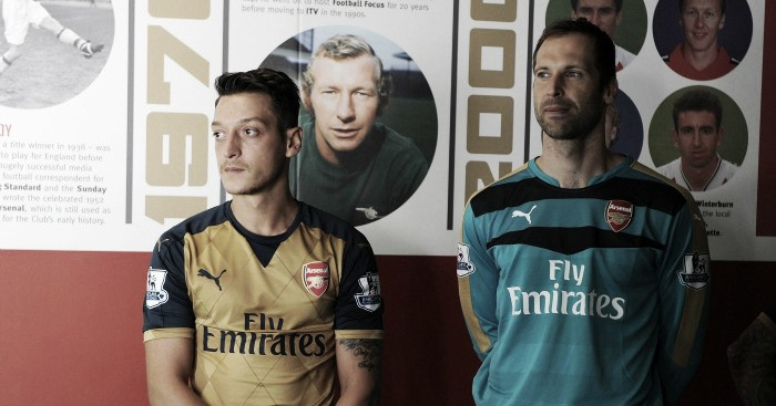 Arsenal squad have had the bar raised by Mesut Özil, says Petr Cech