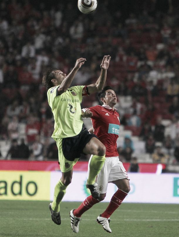 Benfica quer fugir, Arouca também