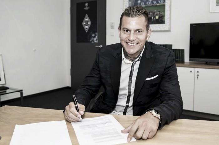 Mönchengladbach surpreende e anuncia retorno do veterano atacante Raúl Bobadilla