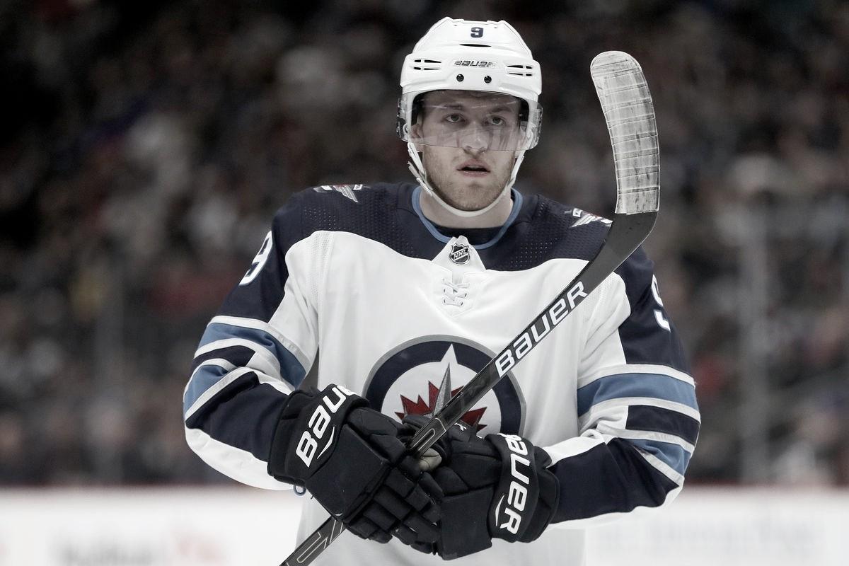 Andrew Copp seguirá en Winnipeg al menos un año más