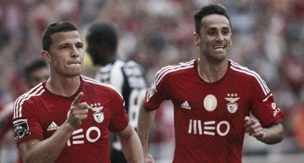 Bis de Jonas com toque de Lima: Benfica bate Nacional por 3-1
