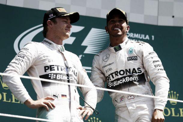 """Hamilton padrone di Silverstone: """"Pit stop al momento giusto"""". Rosberg: """"Ci ho provato"""""""