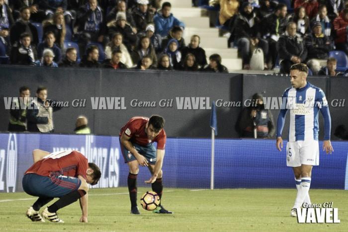 Osasuna brindó una mala imagen en el debut de Caparrós