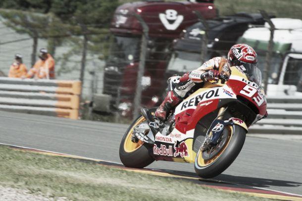 Sachsenring, stratosferica pole con record per Marc Márquez