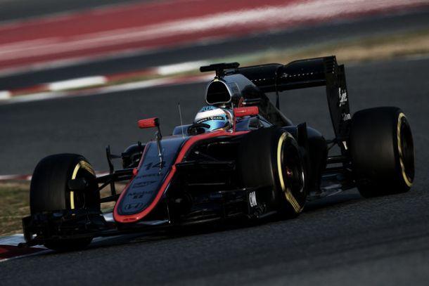 """Alonso, il manager: """"Normale incidente, sta bene"""". Vettel: """"È strano"""""""