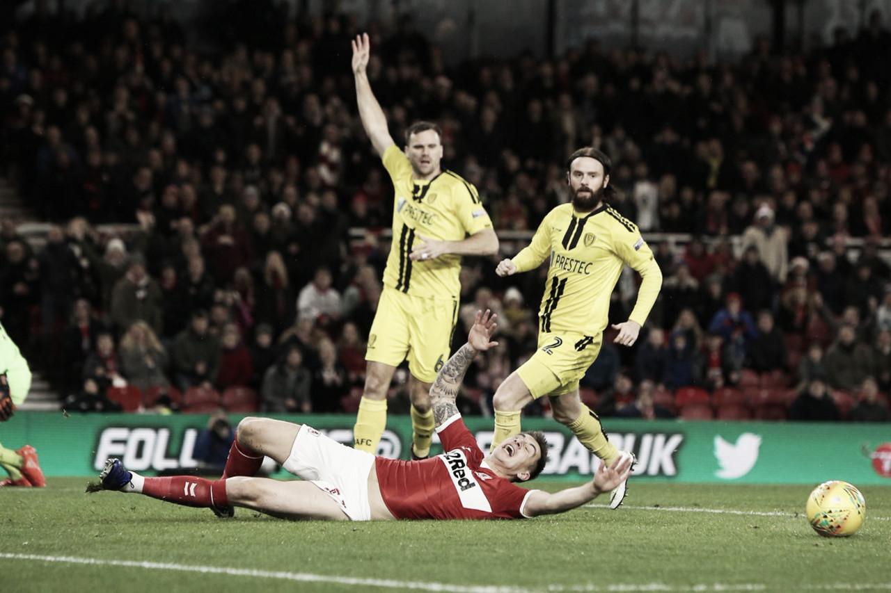 Time da terceira divisão, Burton supera Middlesbrough e está nas semis da Copa da Liga Inglesa