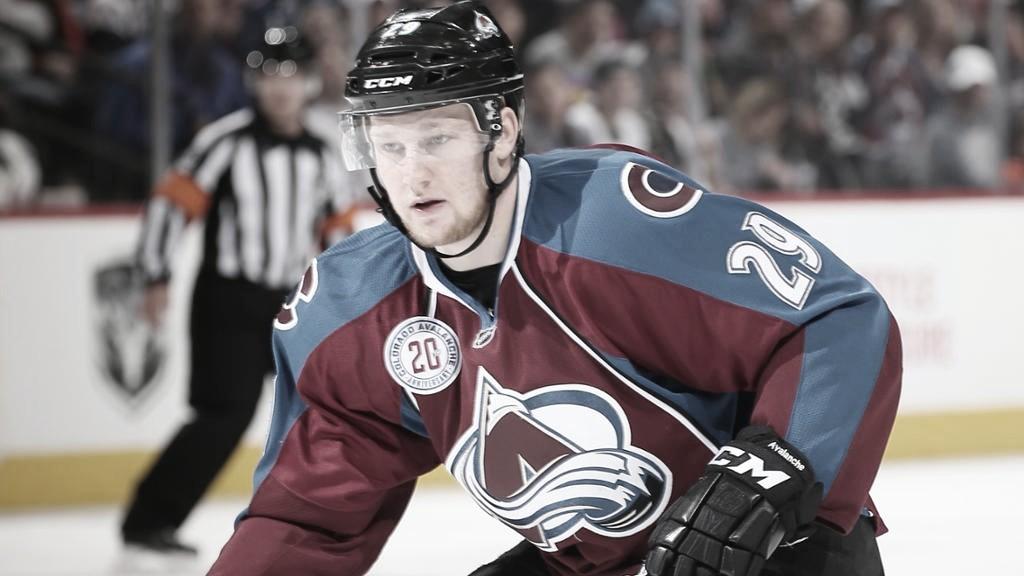 Nathan MacKinnon en partido con los Avs. NHL.com