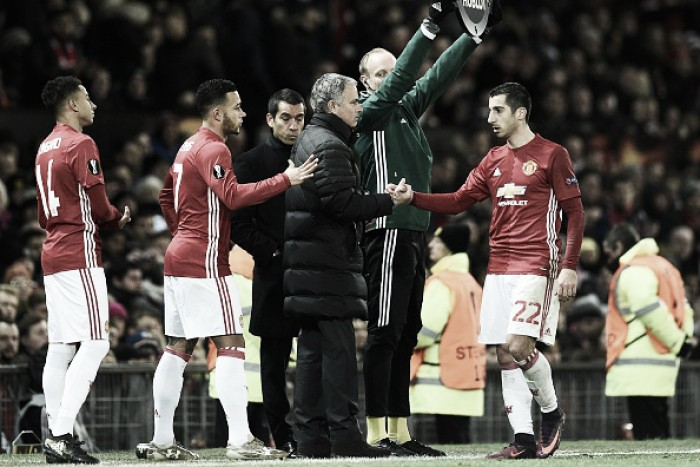 """Mourinho elogia Mkhitaryan, mas pondera: """"Precisa atuar assim na Premier League"""""""